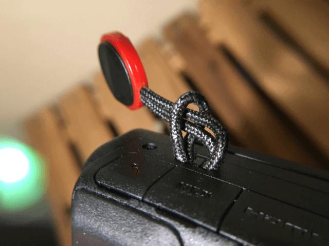 小さなストラップ穴に太いヒモを通す方法 VLOGCAM ZV1カメラにて