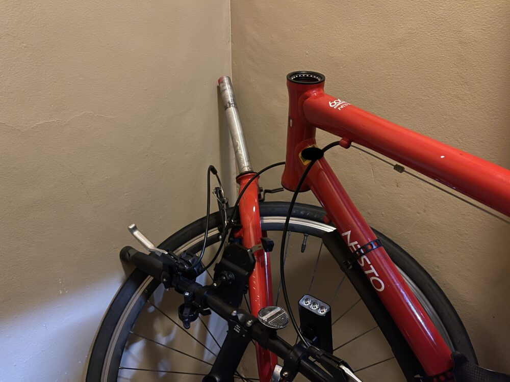 自転車のハンドルが動かない!原因を特定。メンテナンスしてみた(クロスバイク編)