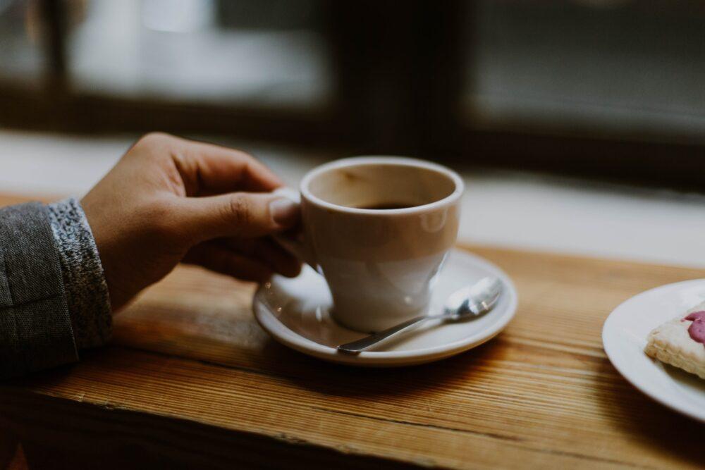 カフェイン中毒者がコーヒーをカフェインレスに変えた結果、こうなった