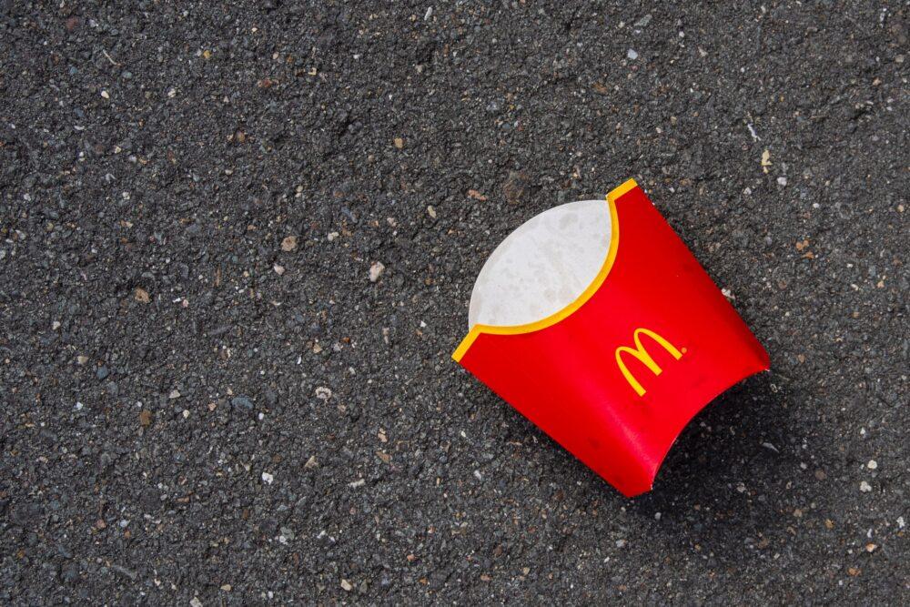 【悲報】マクドナルドにて。親子に座席を乗っ取られました